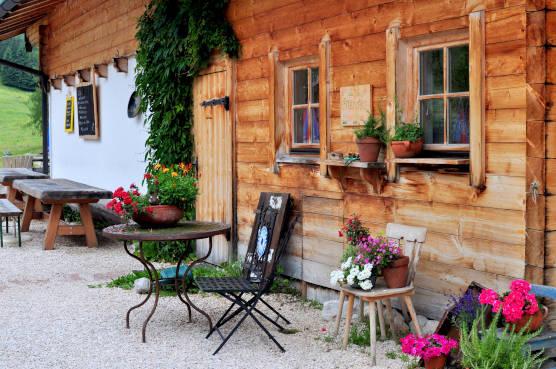 Traditionell gepflegte Berghütte am Watzmann